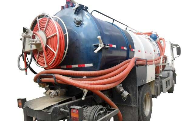 Caminhão de Hidrojateamento e Limpa Fossa
