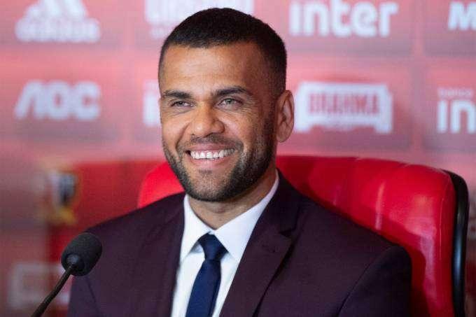 Daniel Alves chega ao São Paulo: 'Sonhei muito com esse momento'
