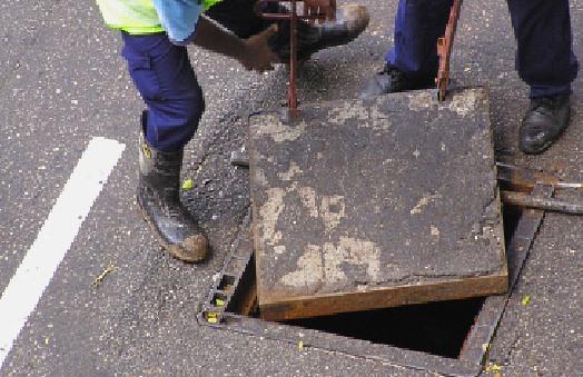 Como desbloquear um dreno de águas pluviais - O jeito dos encanadores