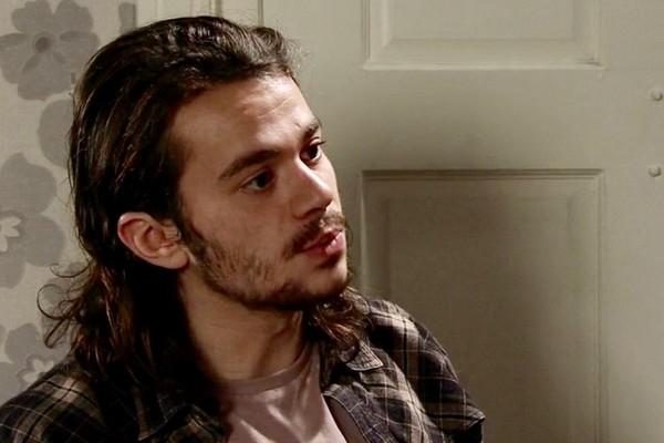 O ator Harry Visinoni em cena da série inglesa Coronation Street (Foto: Reprodução)